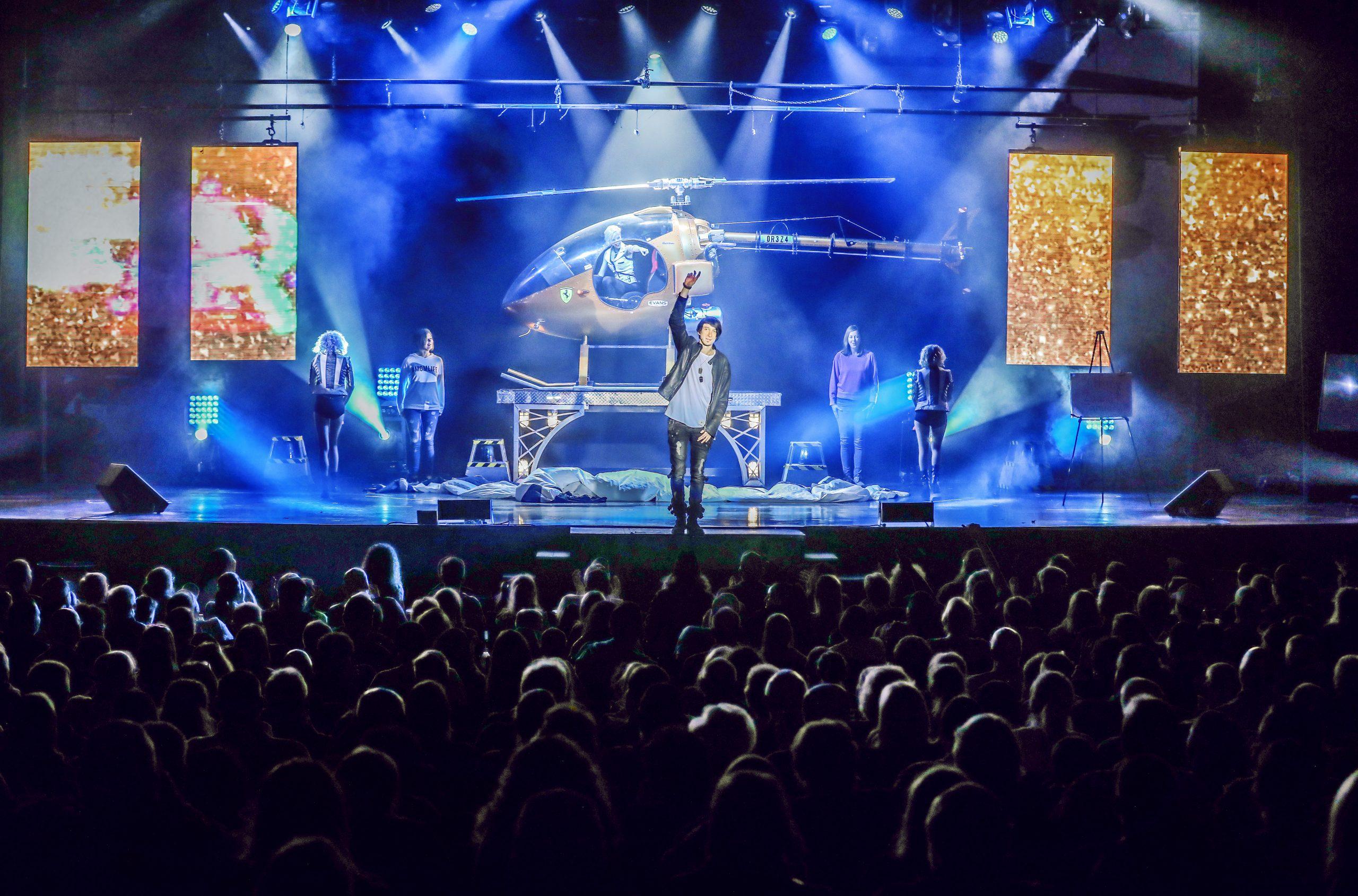 Reza_Edge_of_Illusion_Magic_Show_Branson_MO