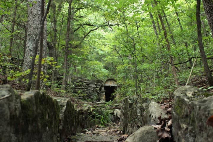 Hiking_Trails_Outdoor_Branson_MO_Spring_things_to_do