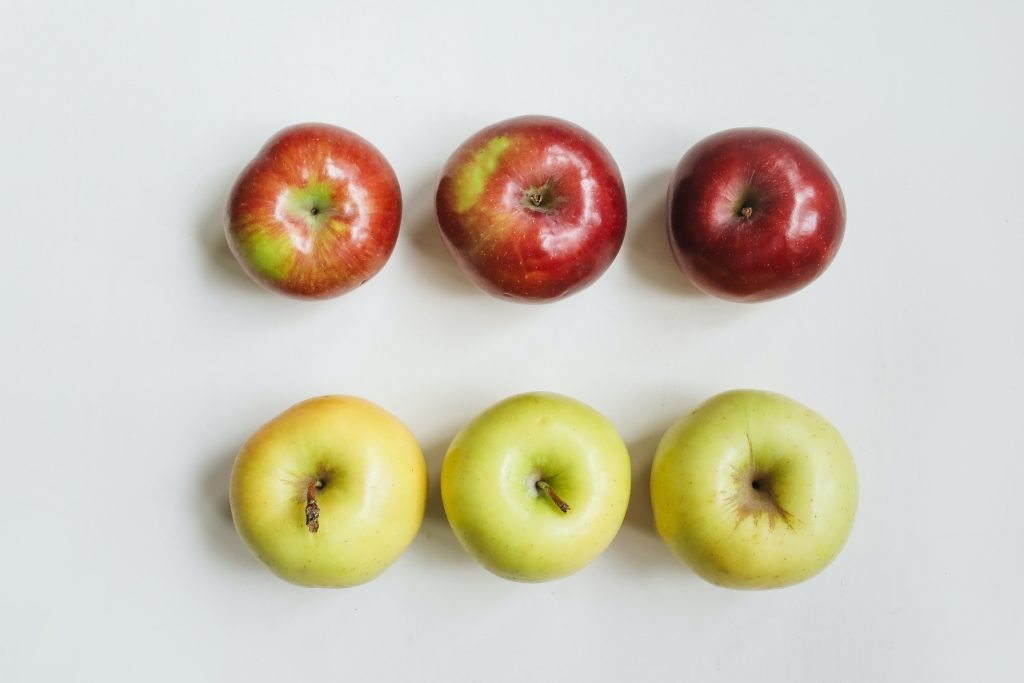 Red_and_yellow_apples_Branson_Travel_Group_Tips
