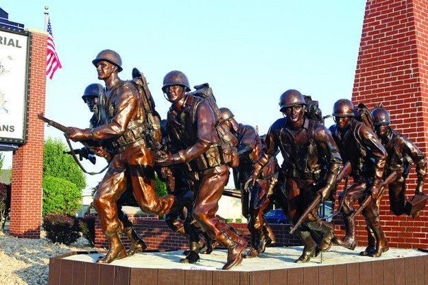 Veteran_Memorial_Statue_Free_Things_to_do_Branson_MO